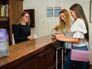 Éjszakai recepcióst keres a Bock Hotel Ermitage****